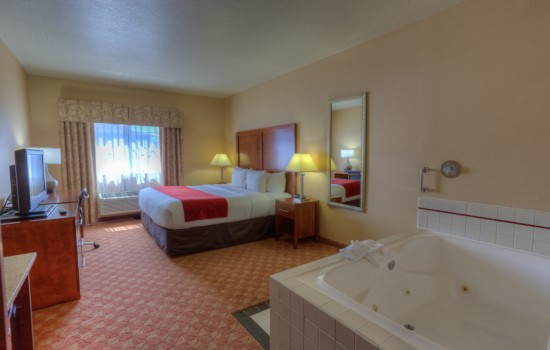 Comfort Inn Newport Oregon - King Room Hot Tub - Hotels in Newport Oregon