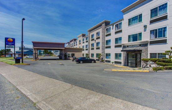 Comfort Inn Newport Oregon - Hotel Entrance - Hotels in Newport Oregon