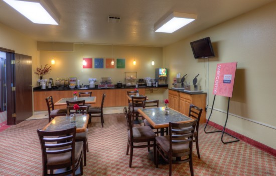 Comfort Inn Newport Oregon - Breakfast Area - Hotels in Newport Oregon