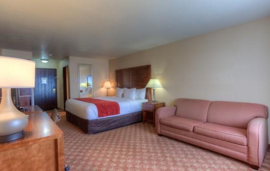 King Bed with Sofa Sleeper - Hotels in Newport Oregon